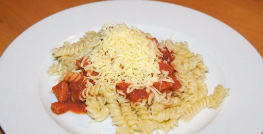 Spirelli mit Jagdwurst-Tomatensauce