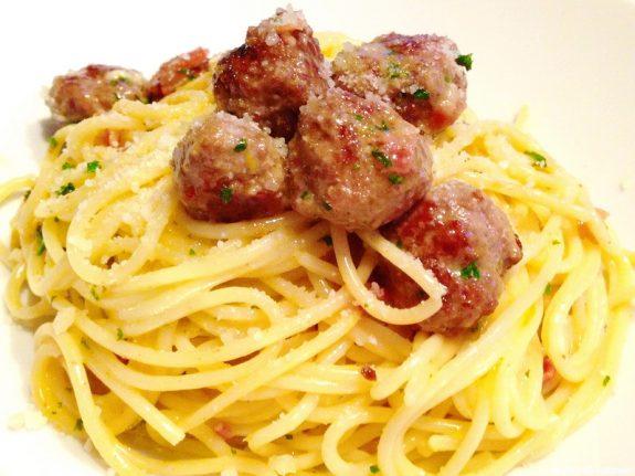 Spaghetti mit Hackfleischkloesschen