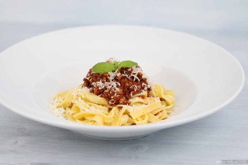 spaghetti bolognese rezept oder pasta al rag toscano kochen mit leidenschaft. Black Bedroom Furniture Sets. Home Design Ideas