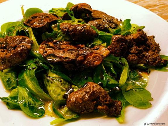 Haehnchenleber mit Feldsalat